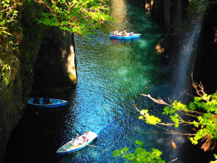 橋から真名井の滝をみる