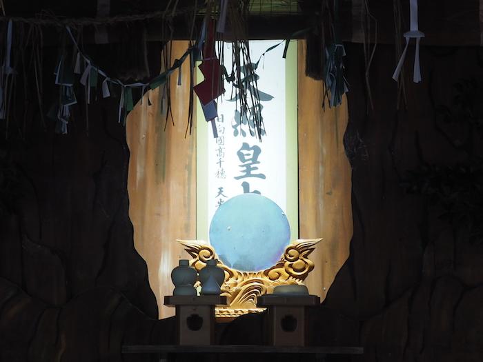 天岩戸神社の神楽殿。ライティングが綺麗