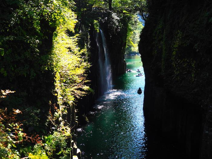 高千穂峡。真名井の滝をのぞむ
