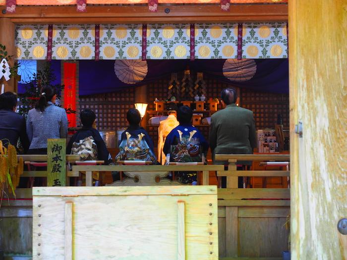 高千穂神社。七五三のようだ